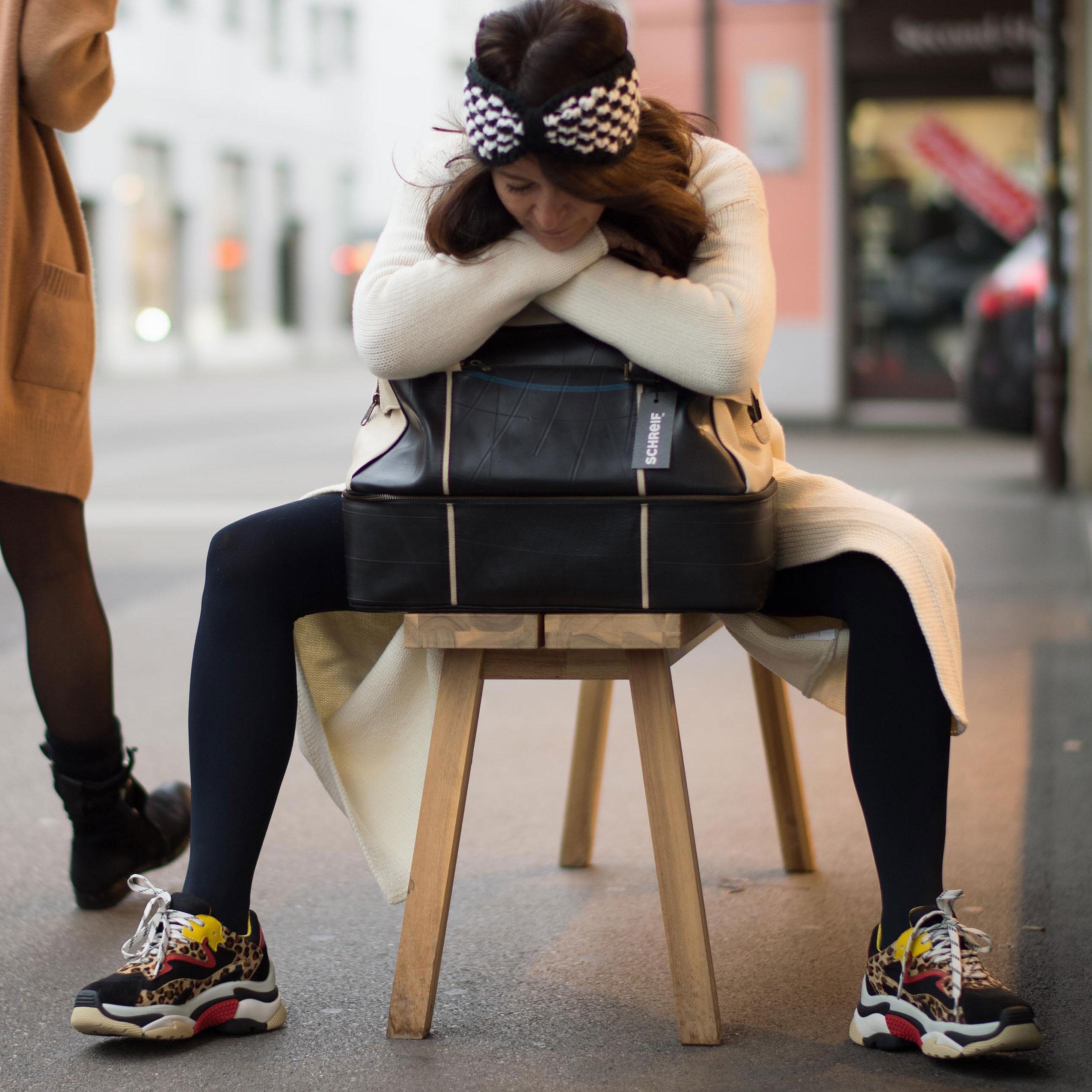 Sneakers und Weekender